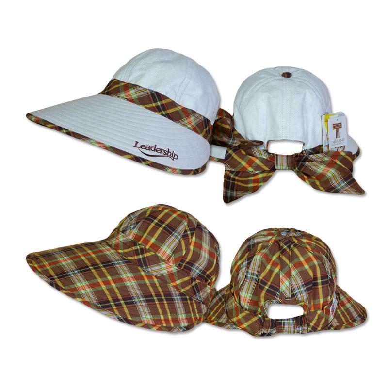 หมวกกอล์ฟ กันUV กันแดด ใส่ได้2ด้าน สีขาว/ลายสก๊อตสีน้ำตาลผสมเขียว by Season Tales