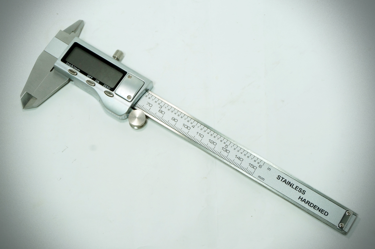 "Digital metal caliper 0-150mm/6"" + box + bettery"
