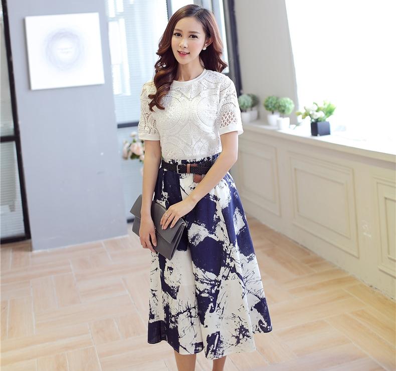 ชุดเซตเสื้อกระโปรงยาวแนวเกาหลีน่ารัก เรียบร้อย เสื้อผ้าลูกไม้ถักโครเชสีขาว-กระโปรงพิมพ์ลายสีขาวน้ำเงิน