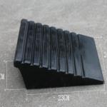 ยางปีนฟุตบาท สามเหลี่ยม สูง 10 เซนติเมตร รับน้ำหนักสูงสุด 20 ตัน กว้าง 20 เซนติเมตร ลึก 23 เซนติเมตร