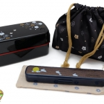 Plum Bento Box Japanese-style Set - เซตกล่องเบนโตะญี่ปุ่นลายดอกไม้ รวมชุดช้อนตะเกียบ สีดำ