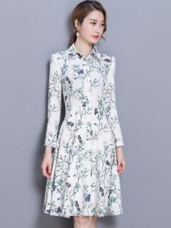 ชุดเดรสสั้นสีขาวพิมพ์ลายดอกไม้ คอเชิ้ต แขนยาว