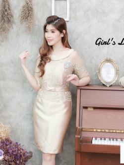 ชุดเดรสสวยหรูสีทอง ผ้าไหมปักลายลูกไม้ เข้ารูป มีแขน ลุคเรียบหรู ดูดี ใส่ออกงาน งานแต่งงาน ได้ทั้งงานกลางวันและงานเลี้ยงกลางคืน