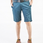 กางเกงขาสั้นผู้ชายสีเขียวน้ำทะเล ผ้าฟอกนิ่ม